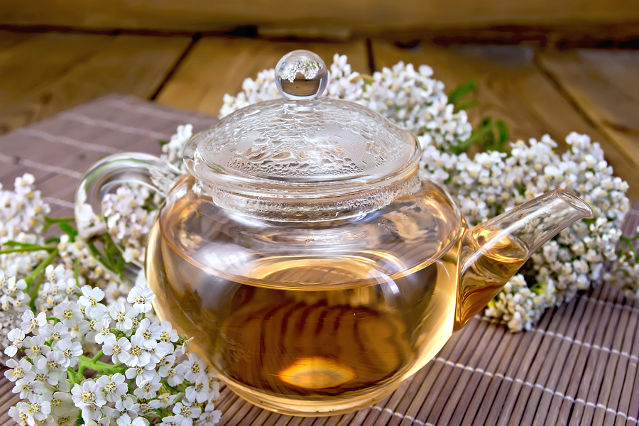 Tea with yarrow to treat hemorrhoids