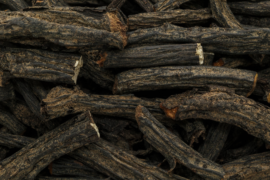 Organic dry comfrey roots for nail fungus treatment