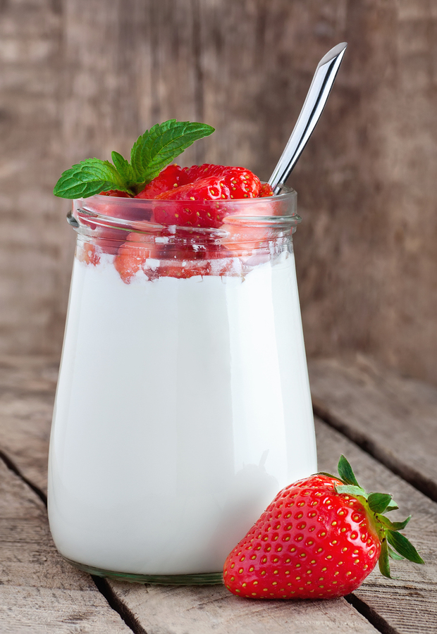 strawberries yogurt